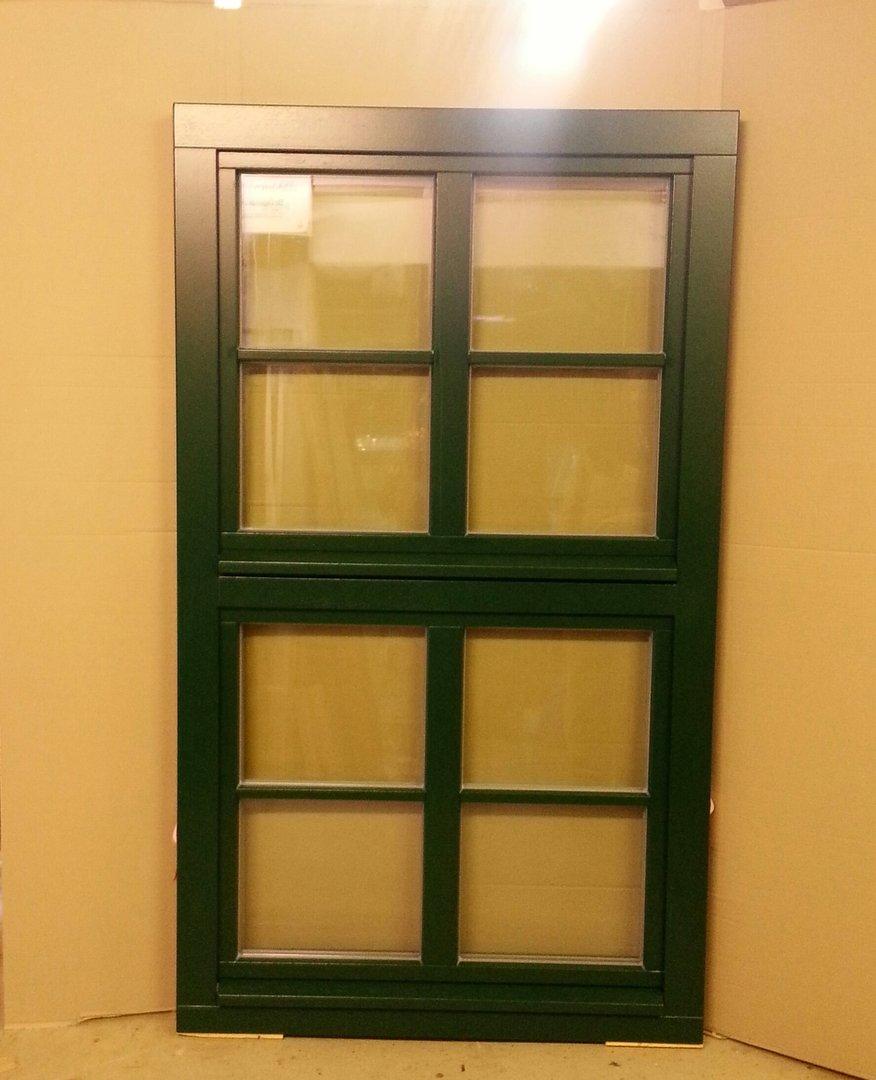 Fenster aus holz gr n for Fenster shop